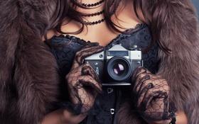 Картинка девушка, фотоаппарат, перчатки, мех, корсет