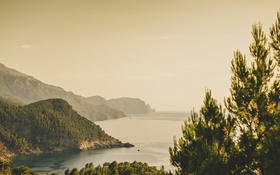 Обои море, вода, холмы, горизонт
