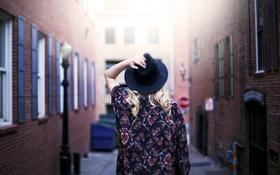 Картинка девушка, улица, спина, шляпа, локоны