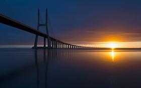 Обои море, мост, рассвет, горизонт, Португалия
