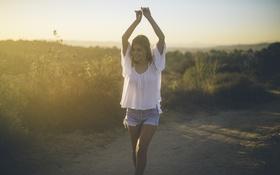 Картинка лето, девушка, поза, шорты