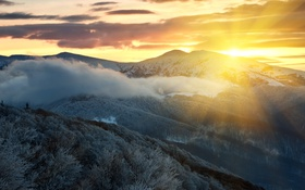 Обои утро, лучи, горы, снег, зима, туман, деревья