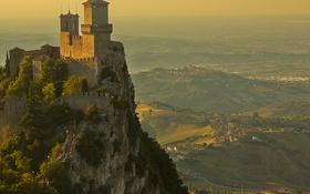 Обои скала, башня, гора, долина, Италия, крепость, Сан-Марино