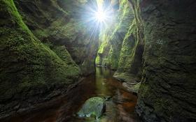 Обои зелень, вода, камни, скалы, мох, Шотландия, проход