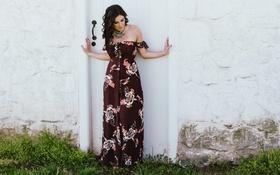 Картинка девушка, платье, дверь, брюнетка