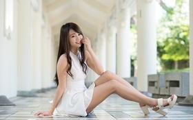 Картинка девушка, лицо, улыбка, стиль, платье, ножки