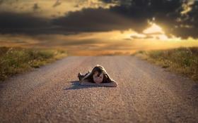 Картинка дорога, небо, девочка