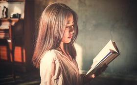 Картинка девушка, книга, губки, восточная, чтение