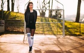 Картинка девушка, лицо, стиль, фон, одежда, волосы, ножки