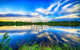 Обои озеро, зелень, небо, обработка, деревья, берег, облака