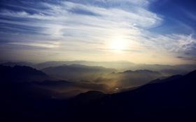 Обои небо, солнце, облака, горы, туман, рассвет, вид
