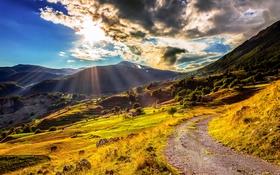 Обои небо, солнце, облака, лучи, горы, поля, тропа