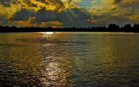 Картинка небо, облака, деревья, закат, река, лодки, вечер