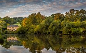 Картинка осень, вода, облака, деревья, дом, отражение, река