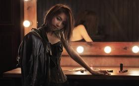 Обои задумчивость, лицо, лампочки, девушка азиатка