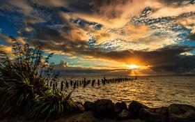 Обои море, небо, солнце, облака, закат, камни, берег