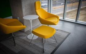 Обои стол, комната, стулья, желтые