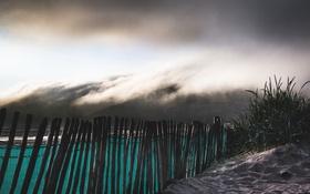 Картинка небо, забор, пляж