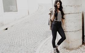Картинка девушка, город, улица, модель, волосы, джинсы, актриса