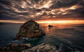 Обои море, облака, закат, камни, берег, горизонт