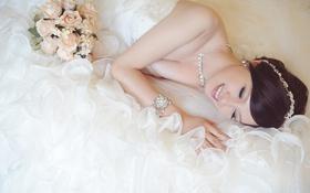 Картинка девушка, улыбка, букет, платье, азиатка, невеста