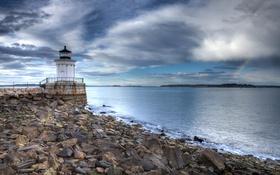 Обои море, небо, облака, камни, побережье, маяк, США