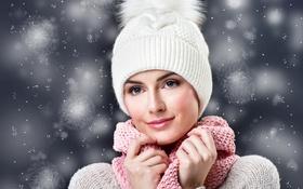 Картинка девушка, снежинки, улыбка, фон, шапка, макияж, шарф