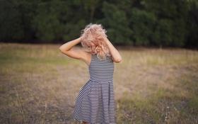 Картинка девушка, поза, волосы, платье, локоны