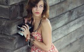 Картинка девушка, фотоаппарат, браслеты