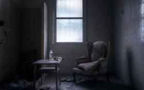 Обои кресло, окно, бутылки