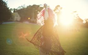 Картинка девушка, солнце, волосы, розовые