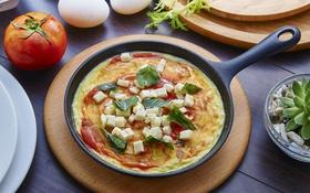 Обои яйца, завтрак, сыр, помидор, базилик, омлет