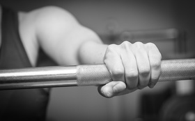 Обои weight bar, gym, fingers, fitness, metal