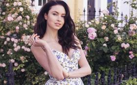 Картинка девушка, цветы, кольца, платье, браслеты, Emma Miller