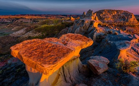 Обои закат, камни, скалы, каньон, США, Theodore Roosevelt National Park