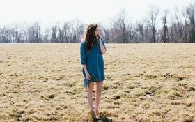Картинка поле, девушка, платье