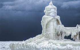 Обои холод, лед, стихия, маяк, сосульки, мороз, наледь