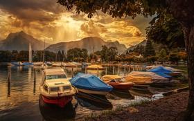 Обои облака, лучи, горы, озеро, лодка, Швейцария