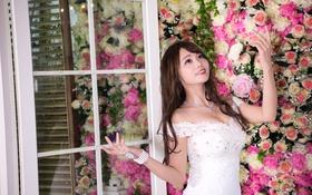 Картинка девушка, цветы, лицо, улыбка, фон, волосы, платье