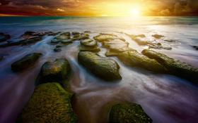 Обои камни, берег, небо, рассвет, море