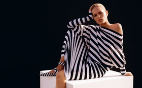 Картинка белый, поза, модель, макияж, платье, прическа, блондинка