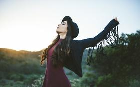 Картинка девушка, шляпа, брюнетка, локоны