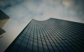 Обои небо, город, здание, окна