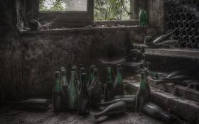 Обои комната, окно, бутылки