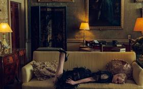 Картинка лампы, комната, мебель, книги, интерьер, подушки, платье
