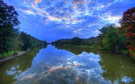Обои небо, вода, облака, деревья, отражение, река, вечер