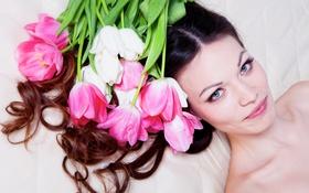 Картинка девушка, цветы, макияж, брюнетка, прическа, тюльпаны