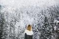 Картинка девушка, снег, деревья