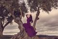 Картинка девушка, деревья, природа, поза, платье