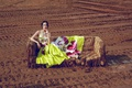 Картинка поле, девушка, диван